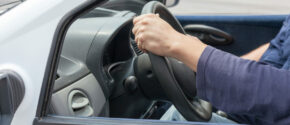 Führerschein machen: Mit diesen 3 Tipps lassen sich die Kosten niedrig halten